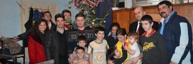 """""""Zâmbetul de sărbători""""- PES Activists Arad"""