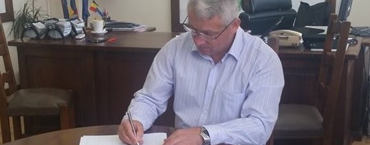 """Adrian Țuțuianu- președintele Consiliului Județean Dâmbovița a semnat petiția """"România cere Schengen"""""""